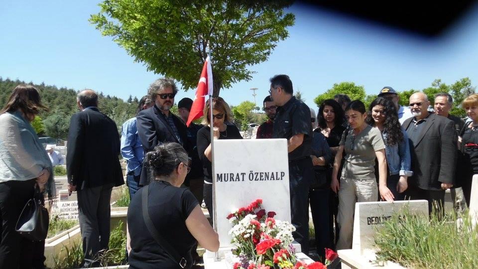 Murat ÖZENALP'i; kaybedişimizin 4. yılında  kabrinin başında meslektaşlarımız ve dostlarımızla birlikte andık.