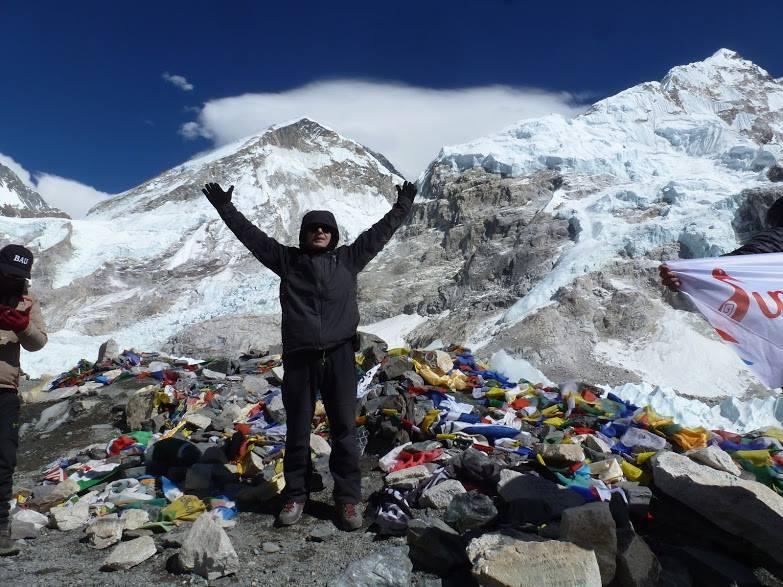 Everest Dağı Ana Kampına yürüyüş Konulu Sunum